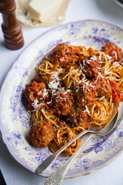 Rich Tomato Italian Meatballs With Linguine