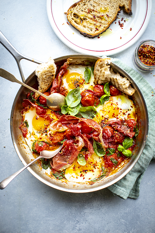 One Pan Tomato Breakfast Eggs | DonalSkehan.com