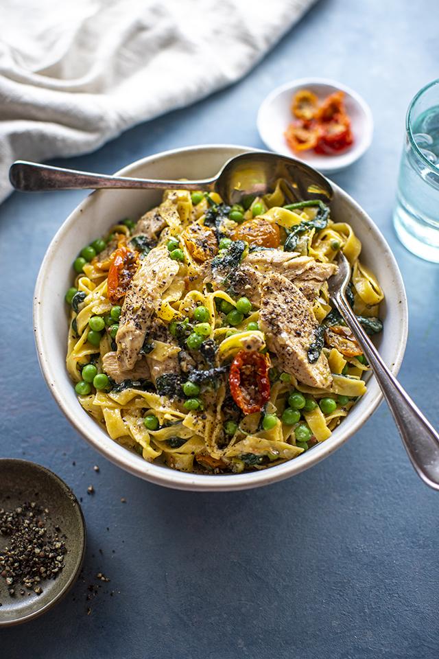 Creamy Spinach Chicken Pasta | DonalSkehan.com