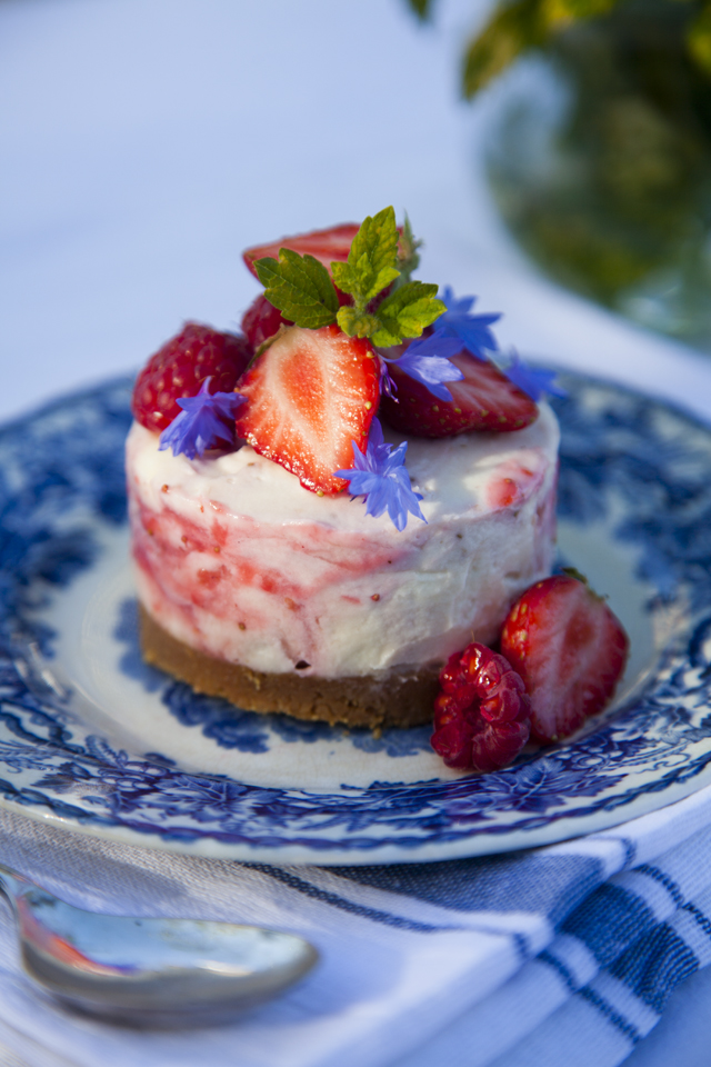 Mini Strawberry & White Chocolate Cheesecakes   DonalSkehan.com, This is the perfect summer dessert.