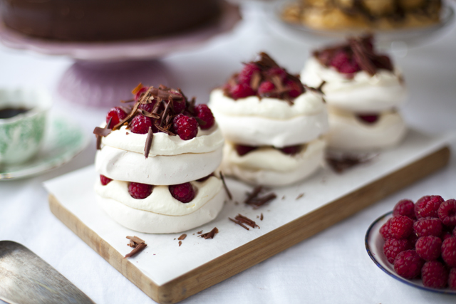Raspberry and Dark Chocolate Pavlova_4