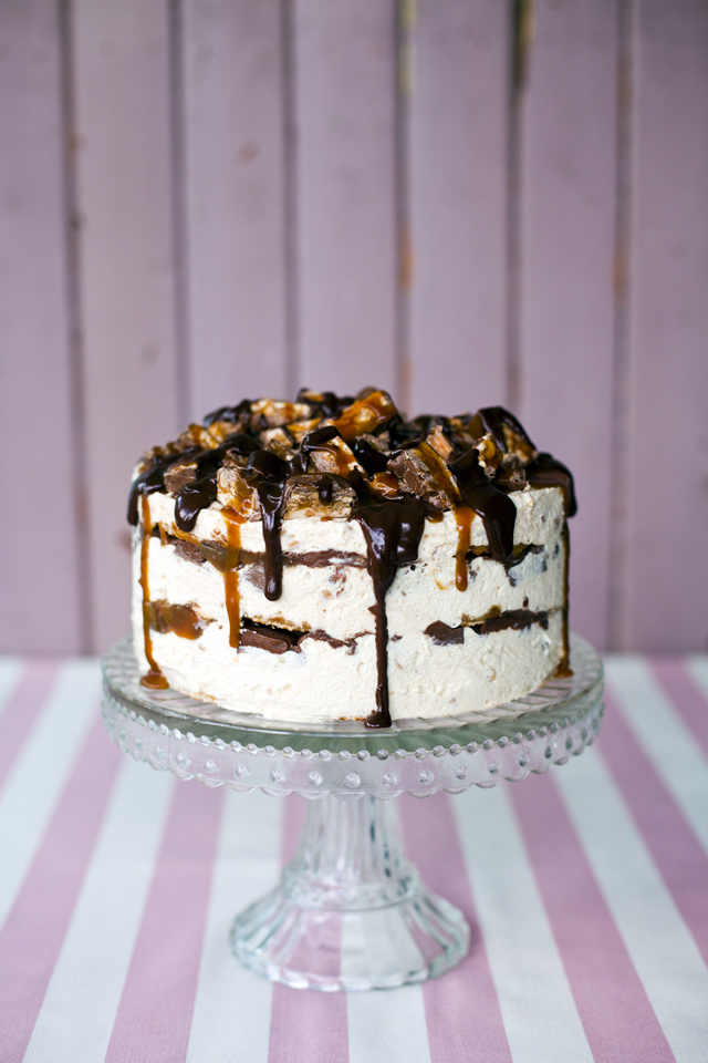 Sharon Snickers Cake_1