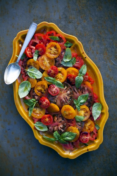 donal skehan salade de tomates tomato basil salad. Black Bedroom Furniture Sets. Home Design Ideas
